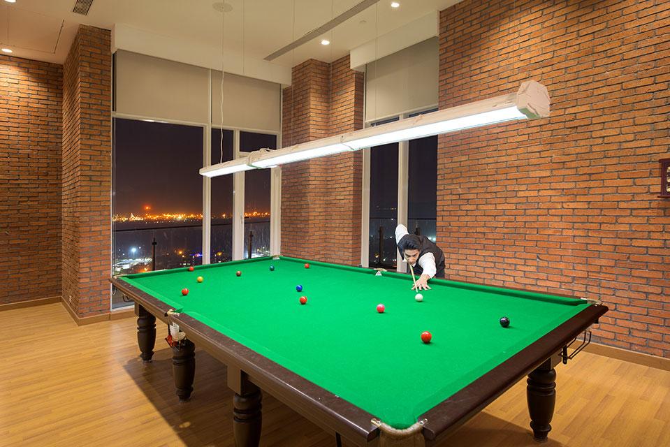 Billiards Room - Crescent Bay Amenities