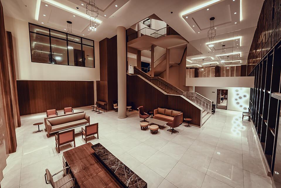 Clubhouse Lobby - Raintree Boulevard Amenities